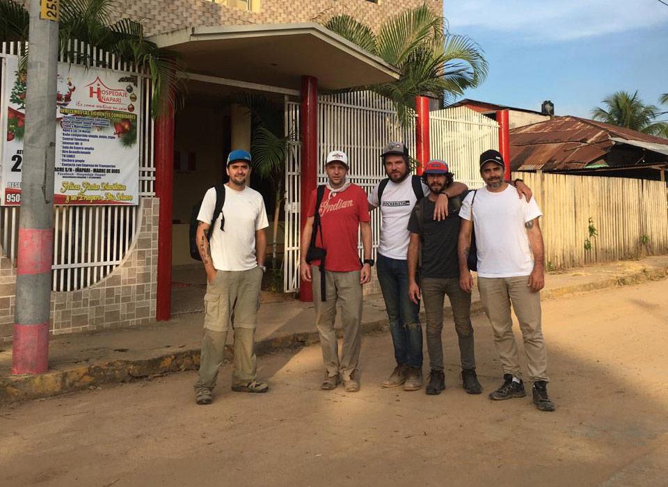 Ariel, Javi, Axel, Tato y Nico en Iñapari.