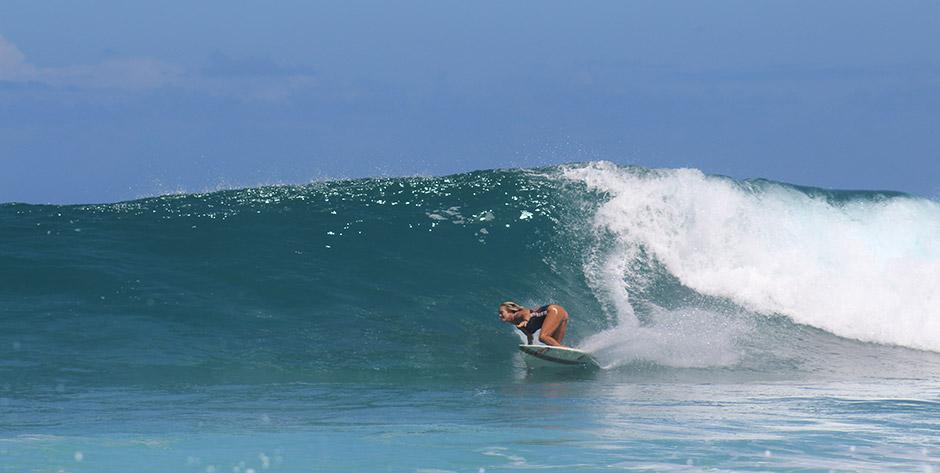 Luchy en acción su tabla de surf.